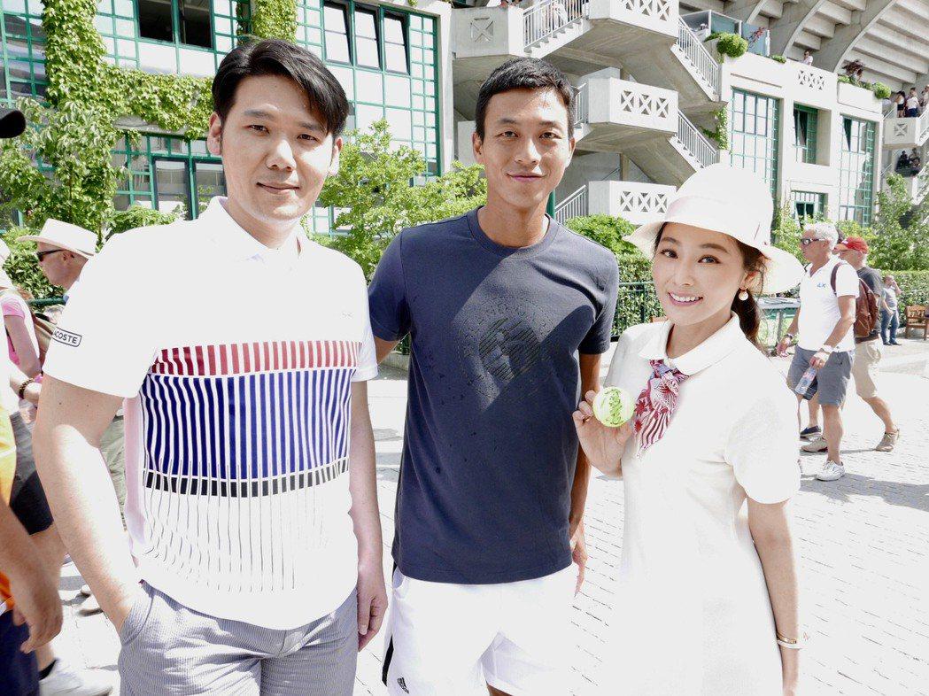 陳怡蓉(右)與老公薛博仁(左)和網球國手盧彥勳(中)相見歡。圖/明悅整合行銷工作...
