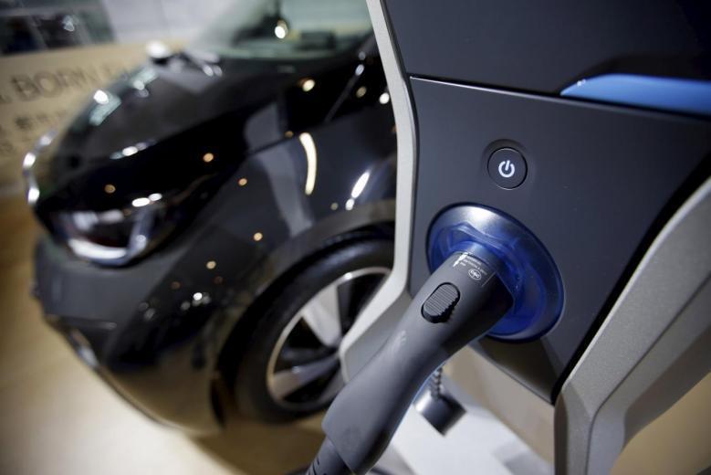 印度能源部為了減少空氣汙染,打算做出大膽的嘗試—在2030年將只賣電動車,不再銷...