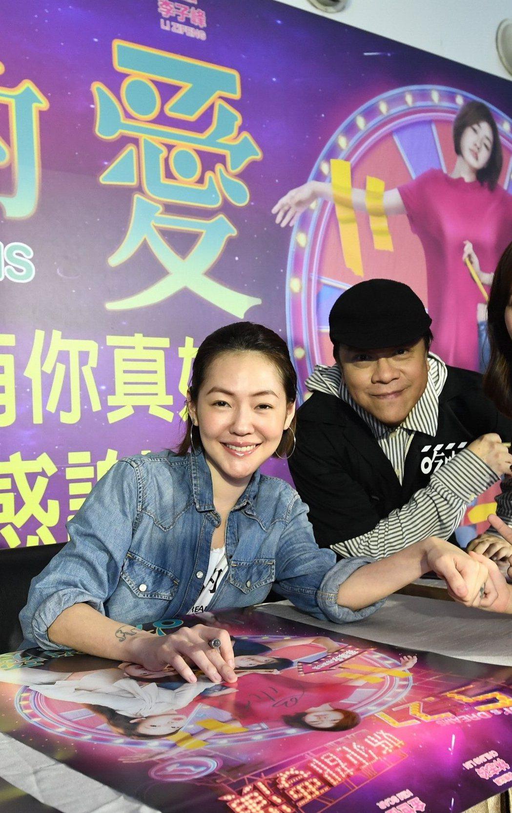小S(左)、蔡康永(右)昨日前往台中、高雄宣傳新片「吃吃的愛」。圖/凱擘提供