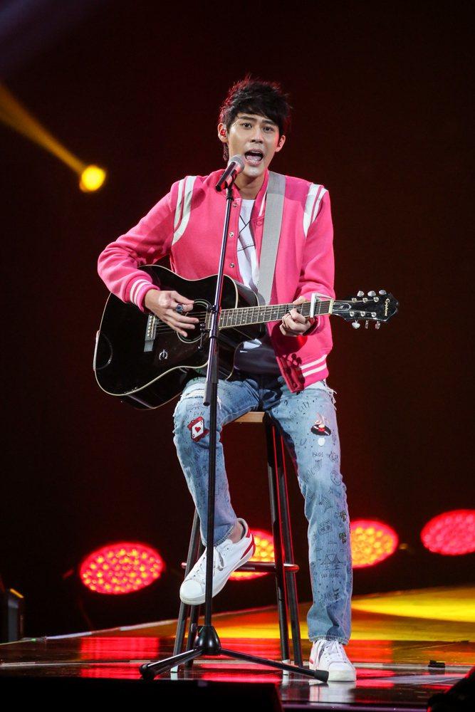 2017hito流行音樂獎頒獎典禮在台北小巨蛋舉行,hito潛力男聲李玉璽表演。...