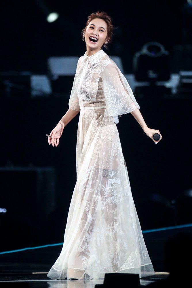 2017hito流行音樂獎頒獎典禮在台北小巨蛋舉行,音樂數位大獎得主楊丞琳表演。