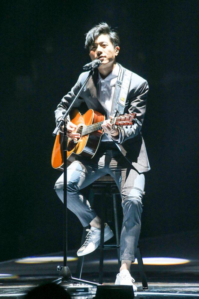 2017hito流行音樂獎頒獎典禮在台北小巨蛋舉行,hito作曲人得主韋禮安表演
