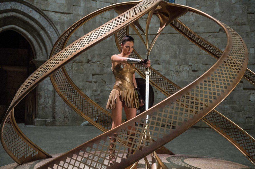 蓋兒加朵的「神力女超人」創下極優秀的票房佳績。圖/華納兄弟提供
