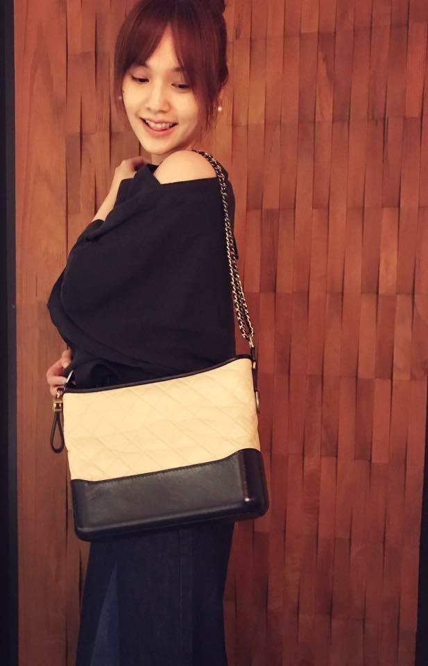 楊丞琳收男友李榮浩所贈包包。圖/摘自臉書