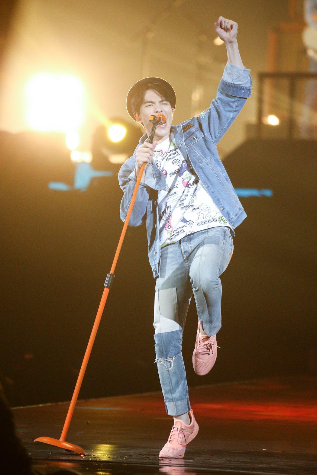 2017hito流行音樂獎頒獎典禮在台北小巨蛋舉行,最受歡迎樂團得主獅子合唱團表...