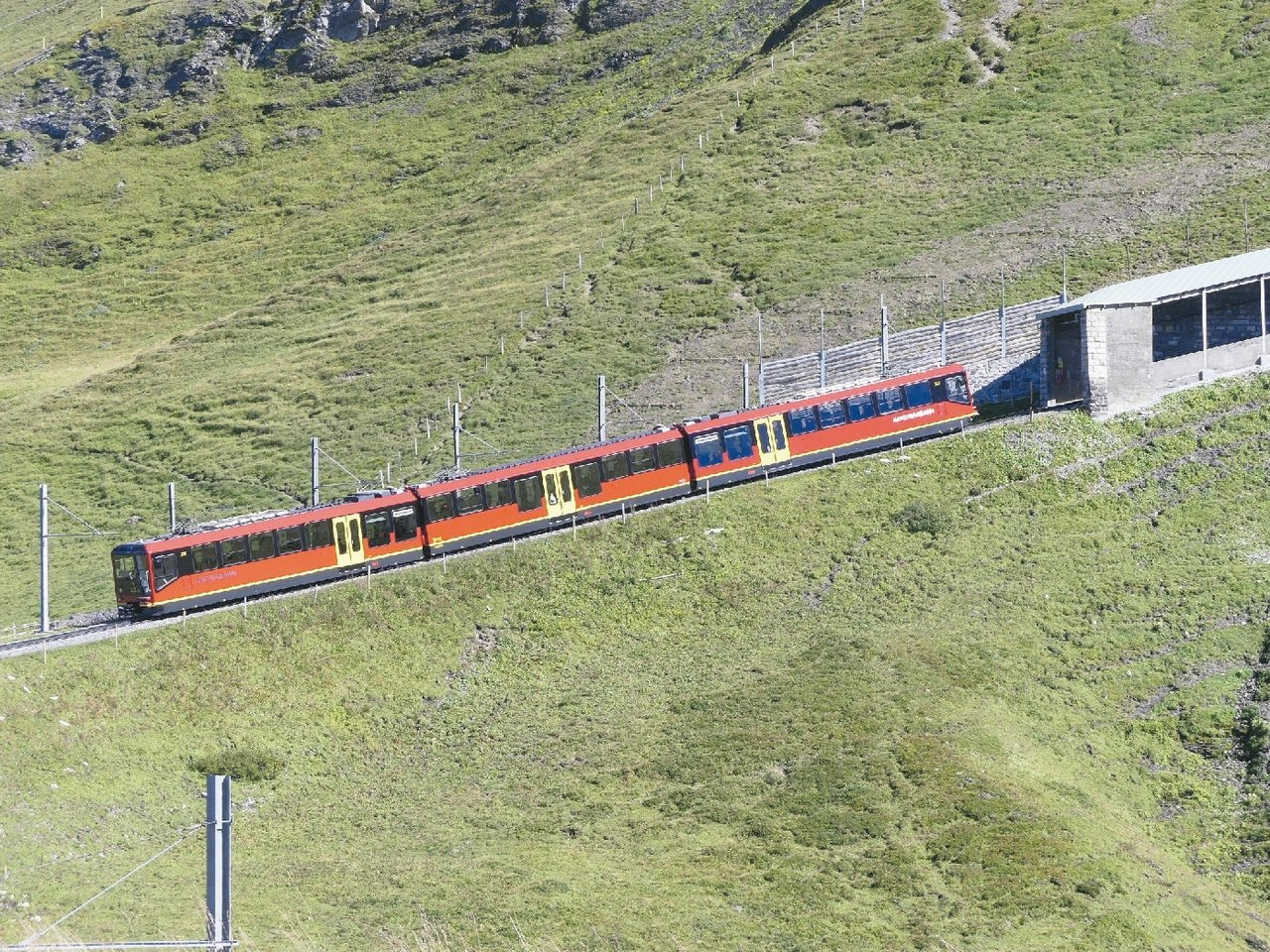 火車來了,美景隨車走。 圖/泰永旅行社提供