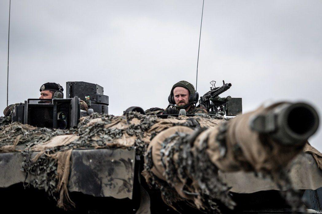 2015年4月,德國政府迫於俄國的威脅,決定買回封存的豹II坦克,讓總數回升到3...