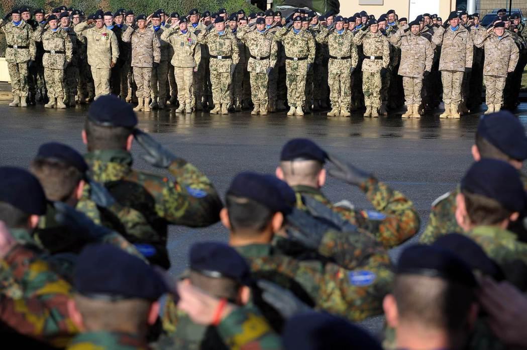 德國如果不願擴軍,那就必須在歐盟框架下與其他歐陸大國加強合作。圖為駐扎於法國斯特...