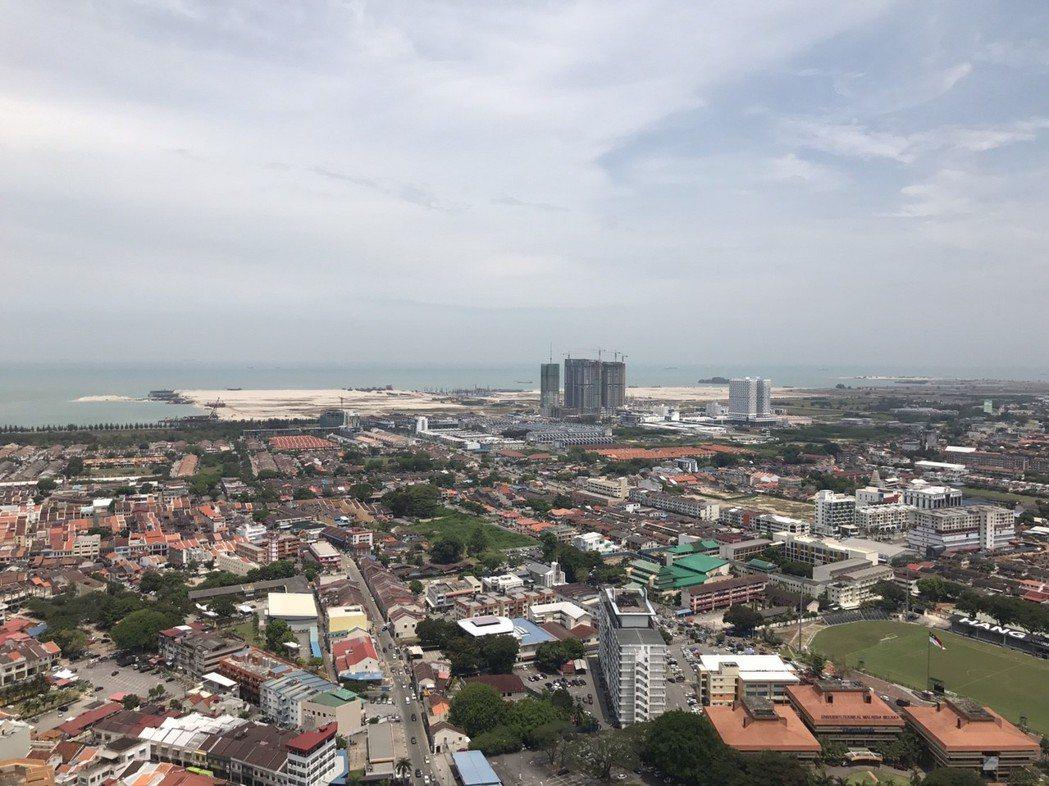 遠眺填海造陸地區為興建中的印象馬六甲劇場