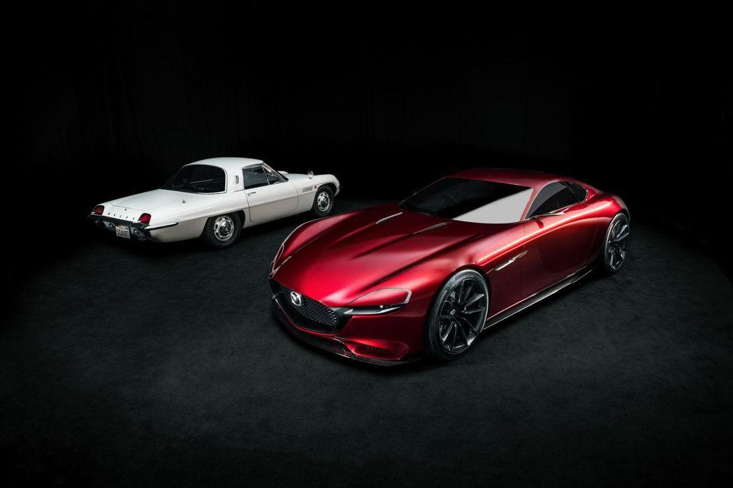 世上首部搭載雙轉子引擎的量產車型為 Mazda Cosmo Sport 110S...
