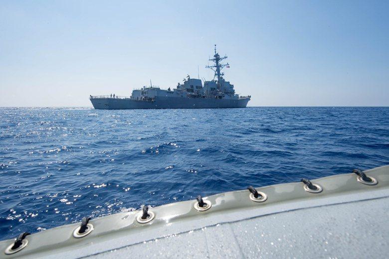 美軍才剛於5月25日在中國的美濟礁人工島周邊,首次進行不承認該島礁擁有主張領海權...