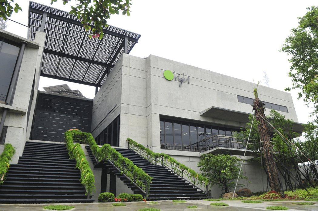 歐萊德公司的綠建築,內外皆實踐永續環保的理念,令人印象深刻。 桃園環保局/提供