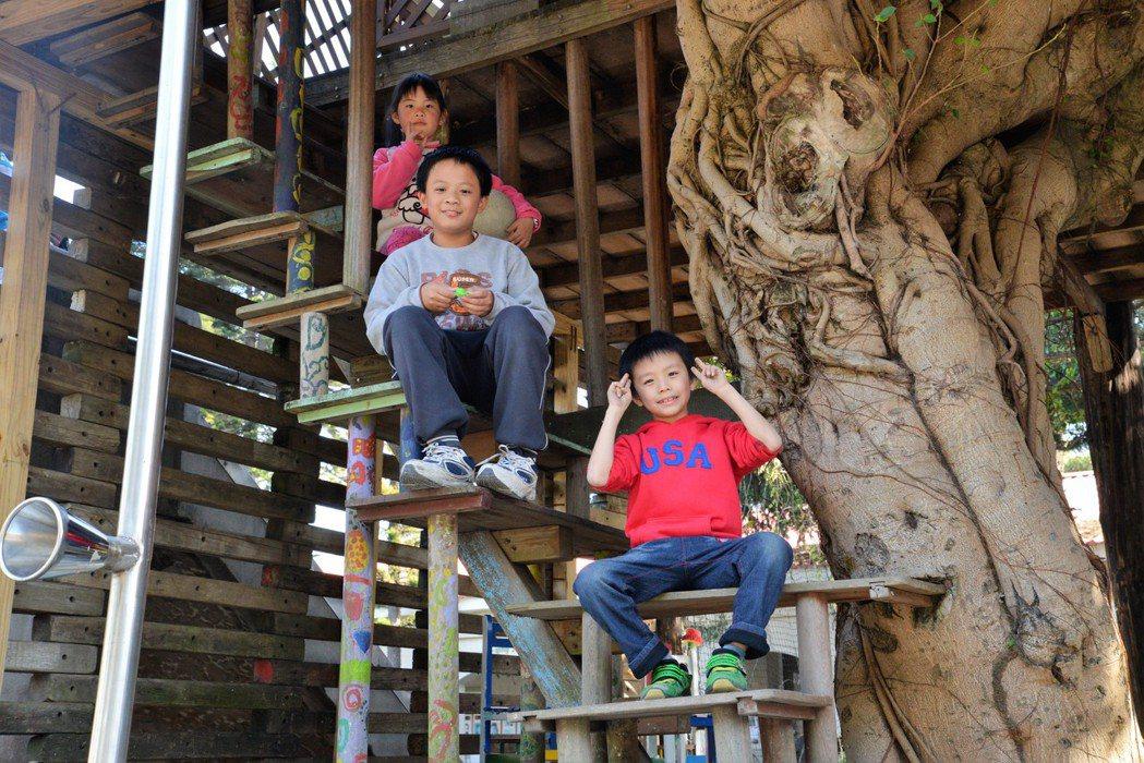 中興國小是一個充滿環境意識、尊重學童的小學,在生活中落實各項環境措施。 桃園環保...