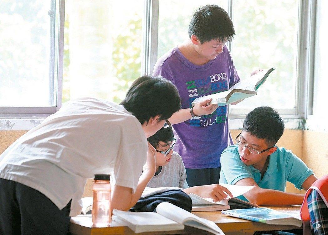 今年大學申請調漲學雜費案昨截止,僅一校申請。 圖/報系資料照
