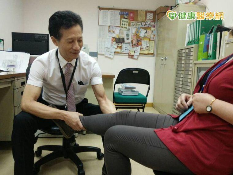 任振輝醫師提醒,接受人工膝關節置換手術後,要盡量避免負重,也要適當運動維持肌力,...