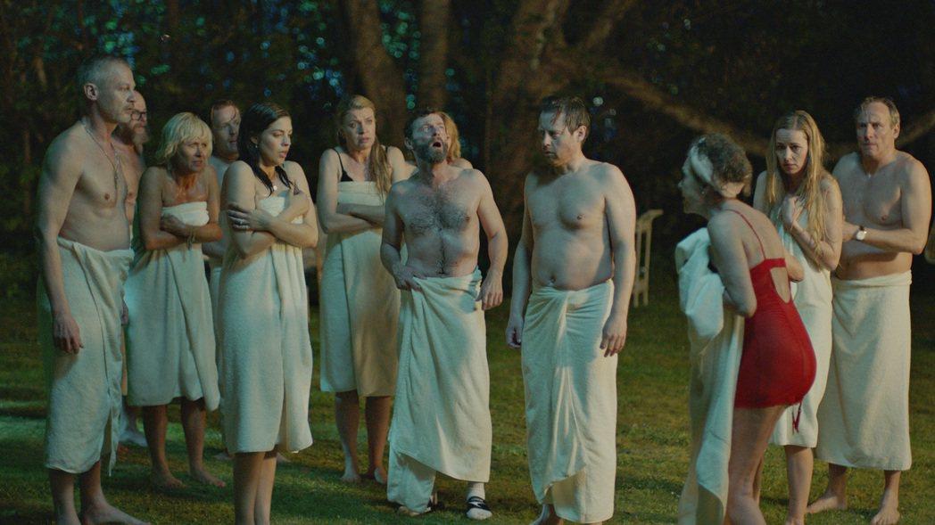 來自丹麥的喜劇新片「愛愛大風吹」,大膽挑戰交換伴侶俱樂部禁忌題材,以搞笑無厘頭方...