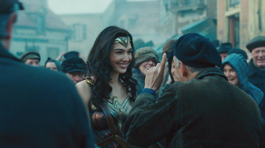 蓋兒加朵主演「神力女超人」迴響熱烈,北美首周就有破億票房。圖/華納兄弟提供
