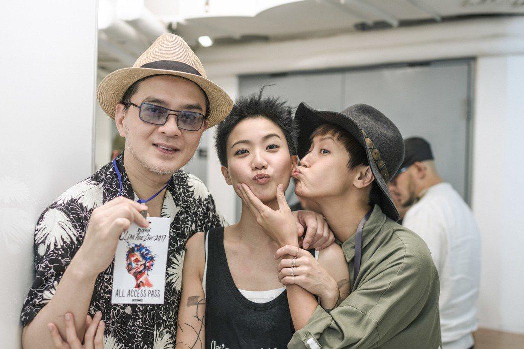盧凱彤(中)在香港開唱,黃耀明和何韻詩來捧場。圖/Rockmui Ltd.提供