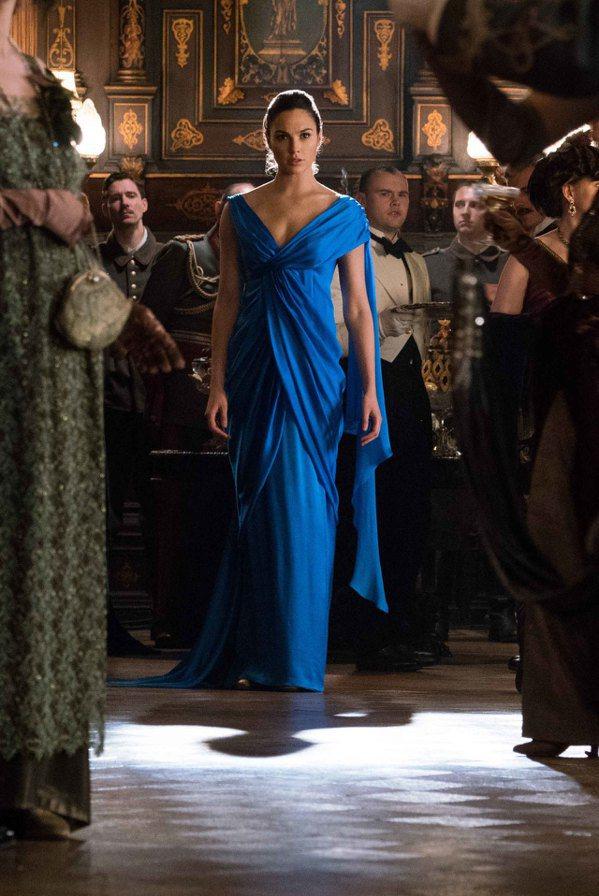 蓋兒加朵在「神力女超人」裡面也有美麗扮相。圖/華納兄弟提供