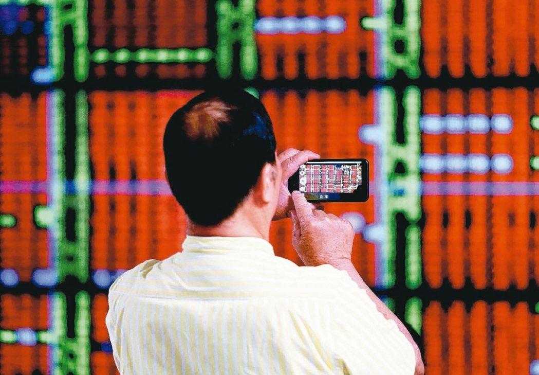 外資買盤歸隊,台股萬點上方的驚驚漲戲碼可望續演。 本報系資料庫