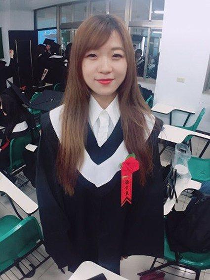 吉燕飛同學畢業後,將在新竹國賓飯店櫃臺開始旅館職涯。 萬能科大/提供