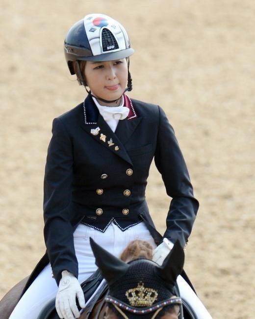 鄭維羅所屬的馬匹Vitana V,價值約五千萬台幣。圖/heraldcorp