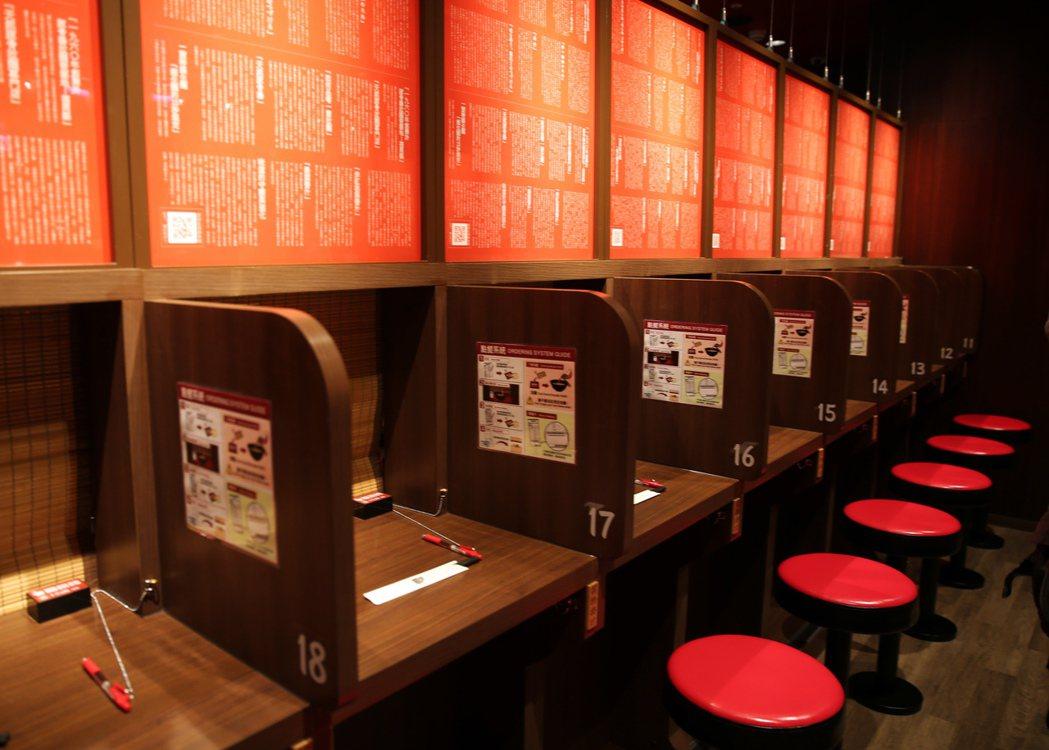 一蘭拉麵台灣首店有味集中座位60席。 記者徐兆玄/攝影