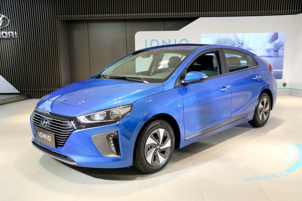 HYUNDAI IONIQ hybrid結合1.6L引擎與鋰電池動能系統。 記...