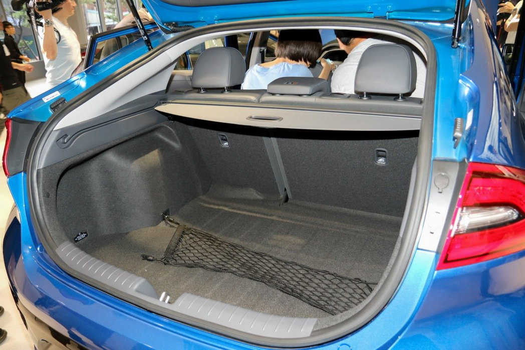 HYUNDAI IONIQ hybrid行李廂平整設計。 記者史榮恩/攝影