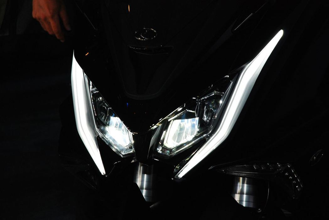 AK 550 LED頭燈。記者林昱丞/攝影