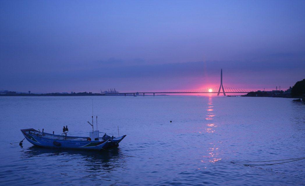 哈蒂團隊設計的淡江大橋,不會擋住夕落美景。 圖/中興工程顧問團隊提供