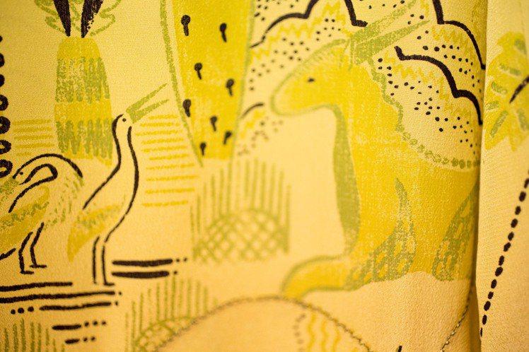 英國設計師Zandra Rhodes為Valentino開發一系列的圖紋,描繪著...