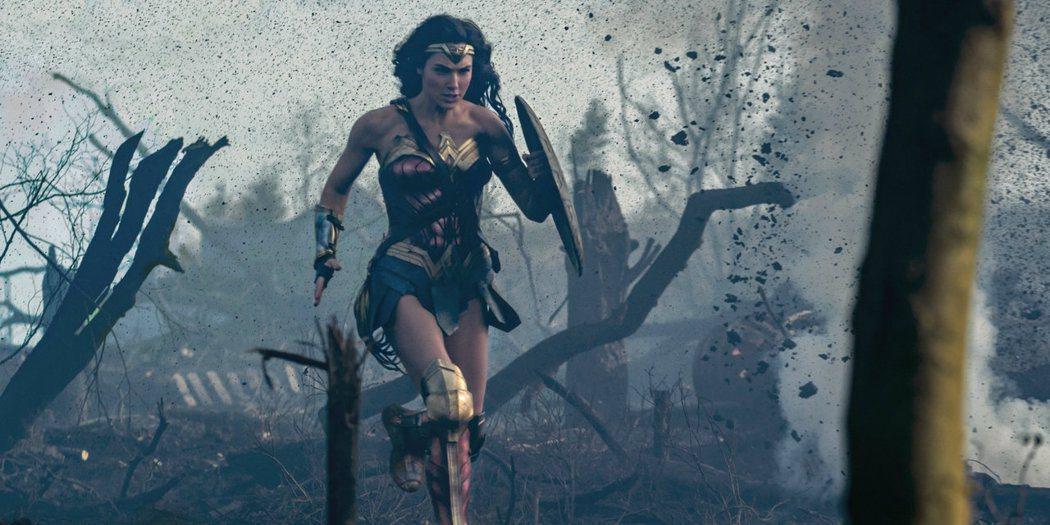 「神力女超人」在戰場上衝鋒陷陣的段落難度極高,導演派蒂潔金斯坦言曾有重拍。圖/華