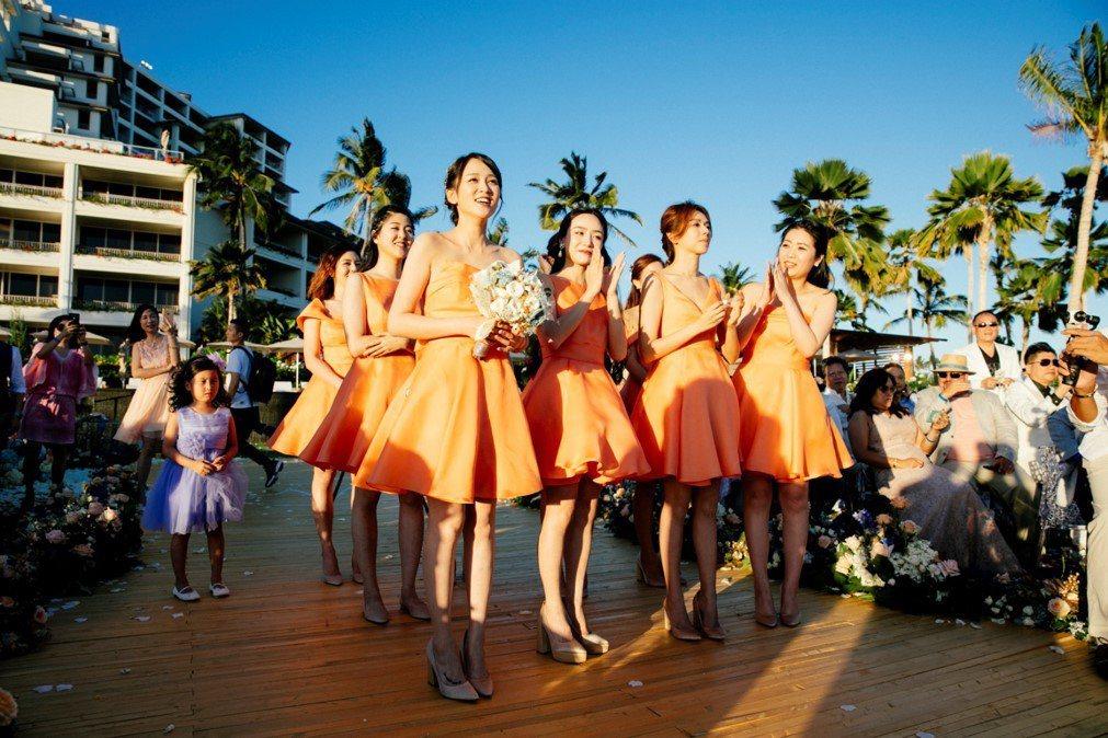安以軒嫁澳門富商陳榮煉夏威夷婚禮,伴娘團。圖/安以軒工作室提供