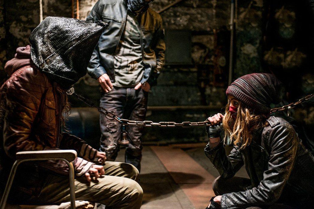 「綁的不是人」女主角夏妮文森(右)愛看恐怖片。圖/采昌提供