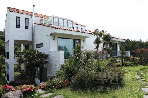 孔劉在濟州島的別墅。圖/摘自WOMAN SENSE