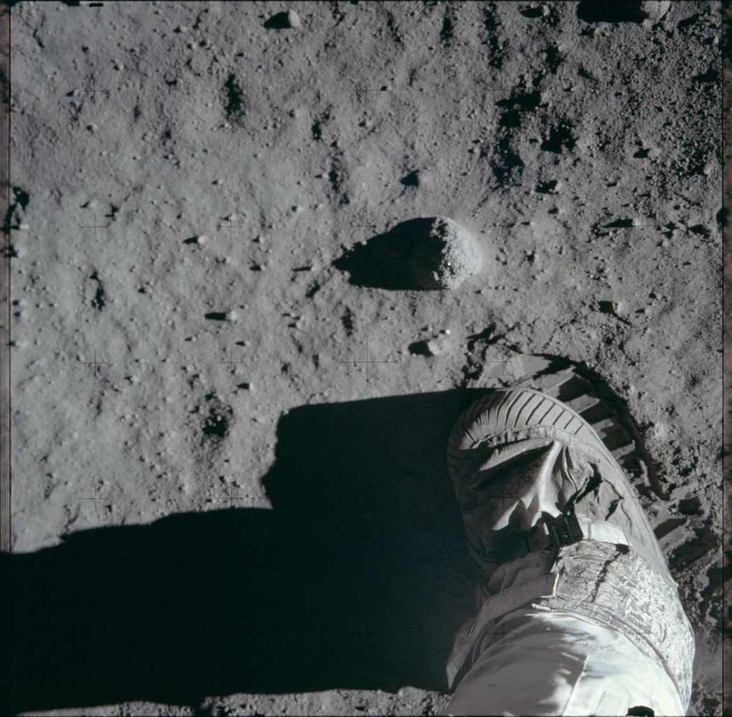 美國太空人艾德林在月球表面留下腳印。 路透資料照片