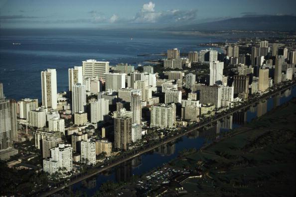 阿拉威運河和威基基海灘之間高級公寓和飯店林立,可是檀香山本地居民卻有「長安居,大...