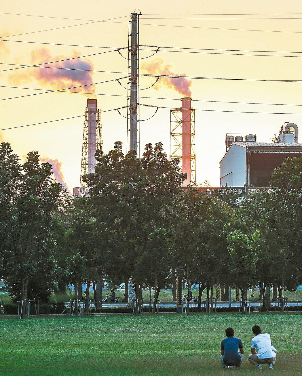 台灣大學公衛學院與國健署合作研究,首次公布台灣慢性病危險因子排名,其中PM2.5...