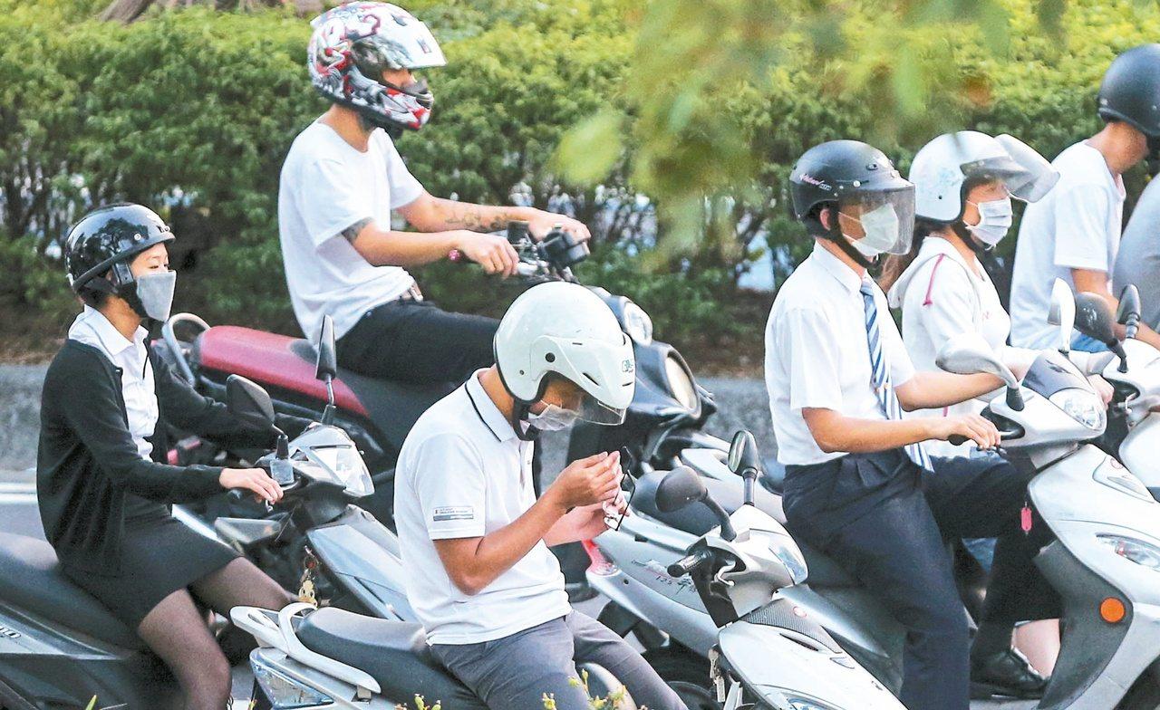 空氣汙染危害國人健康,全台發起找藍天運動,環保署昨也公布修正「空氣品質嚴重惡化緊...