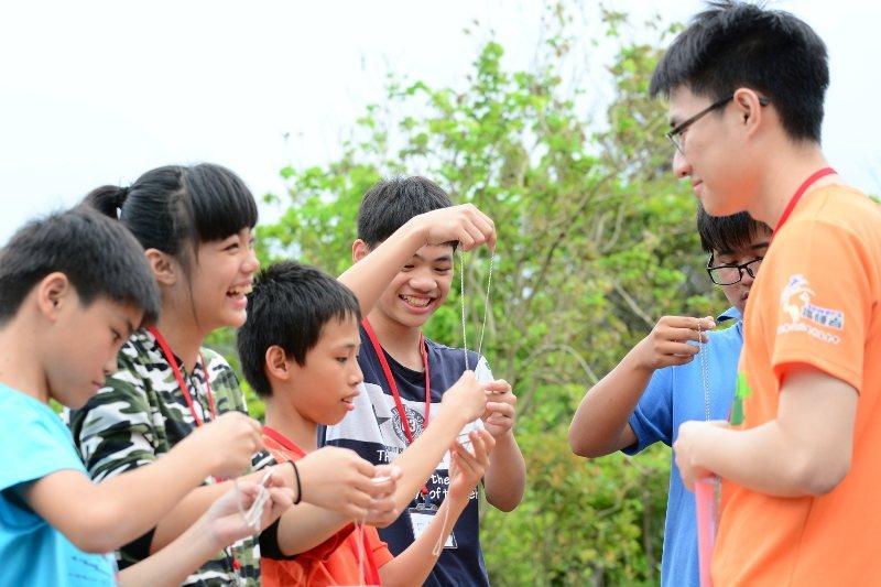 「菁英魔法挑戰營」注重團隊合作,讓孩子在溝通中成長學習共同解決問題。 菁英魔法學...