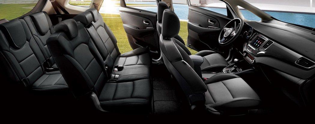 KIA Carens在2750mm軸距水準下創造優異的車室縱深,三排座椅設定滿足七人乘坐空間。 圖/森那美起亞提供