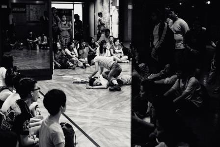 默默計畫於臺北詩歌節,《曹開2015身體習作》。 陳藝堂