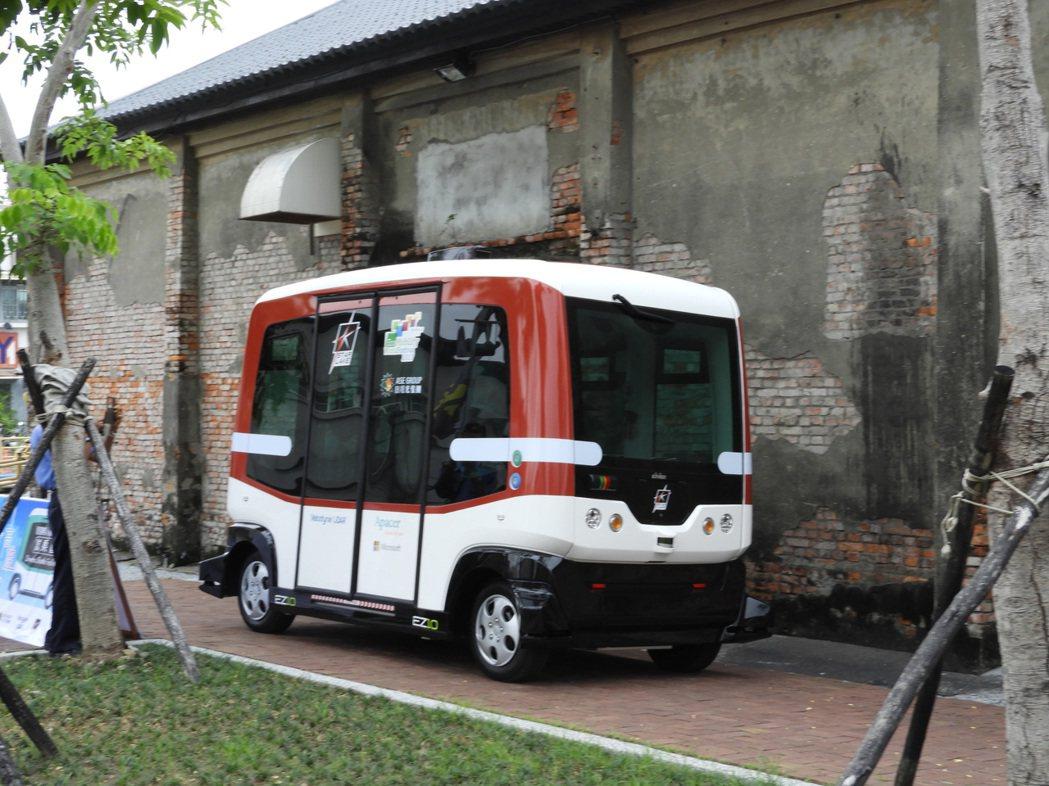 高雄引進全台首輛無人駕駛小巴士,今將舉行記者會正式亮相。圖/本報系資料照