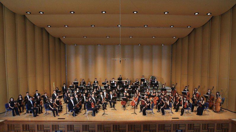 疫情指揮中心研擬6月7日起藝文活動場所不受人流限制,國立台灣交響樂團(NTSO)今天發布新聞稿表示,首席客席指揮水藍將規劃2場音樂會,向抗疫英雄致敬,也宣告重回舞台。照片/國立台灣交響樂團提供