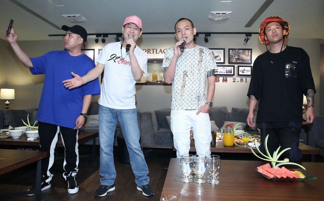蔡小虎(左二)邀請玖壹壹擔任演唱會嘉賓。圖/翔彩儀提供