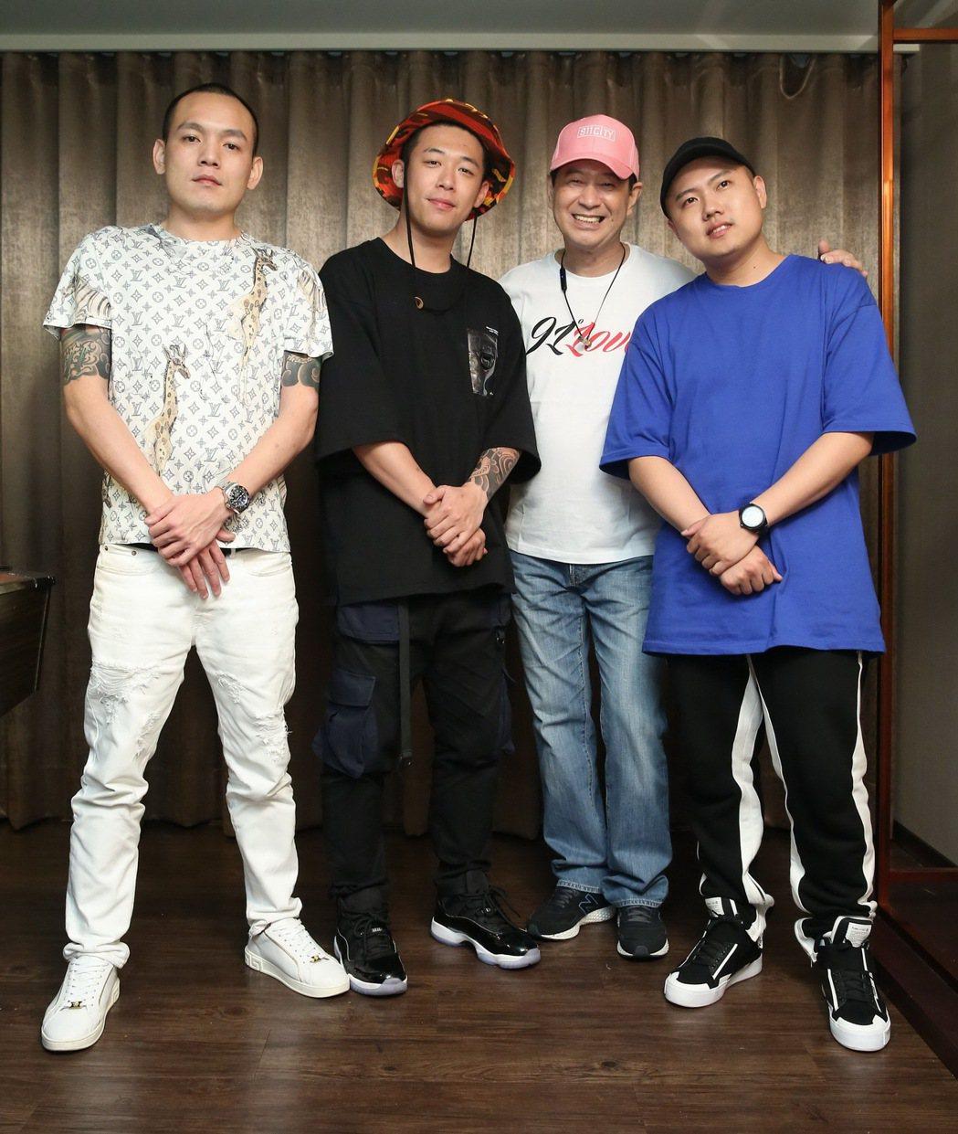 蔡小虎(右二)邀請玖壹壹擔任演唱會嘉賓。圖/翔彩儀提供