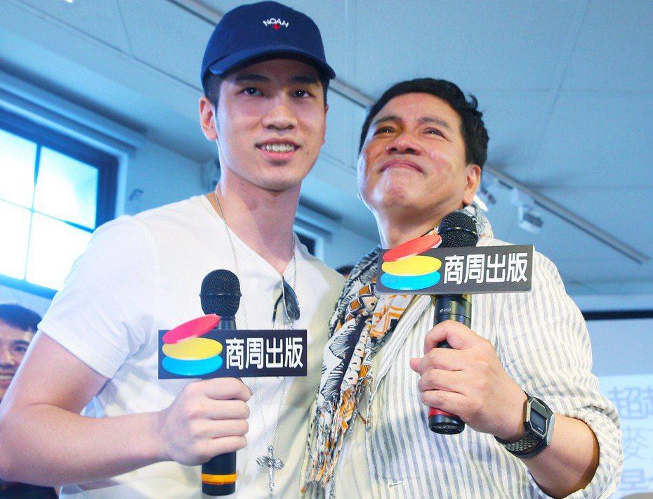 陳凱倫(右)與兒子陳銳。聯合報系資料照 記者陳正興/攝影