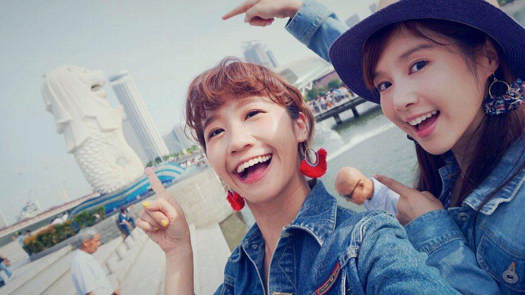 Lulu(左)和李佳穎閨蜜遊新加坡。圖/TVBS提供
