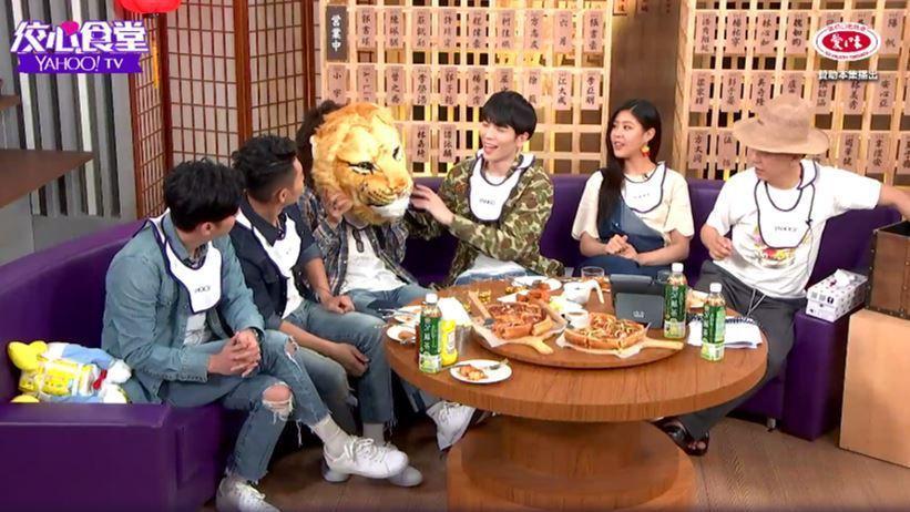 「佼心食堂」專訪獅子合唱團與Erika。圖/Yahoo TV提供